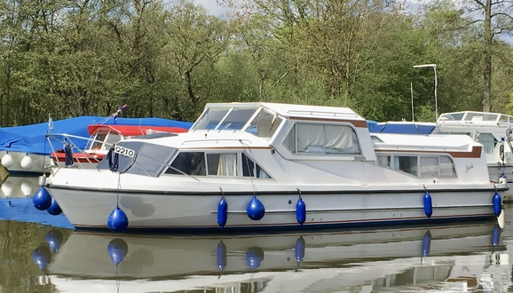 (1) Alphacraft 35 - Broadland Yacht Brokers