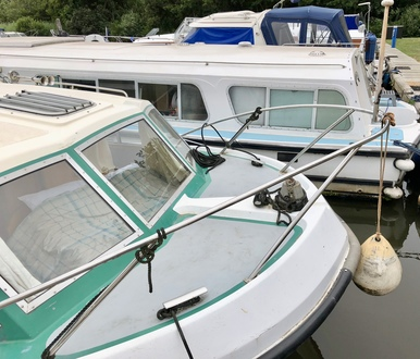(7) Alphacraft 35 - Broadland Yacht Brokers