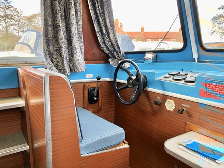 (5) Hampton Safari Mk II - Broadland Yacht Brokers
