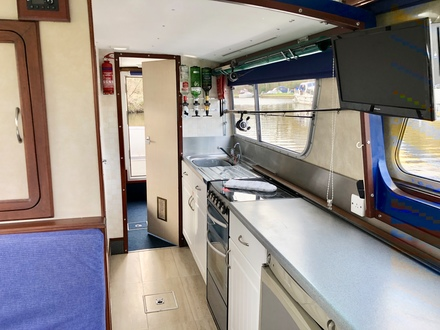 (25) Hampton Safari Mk II - Broadland Yacht Brokers