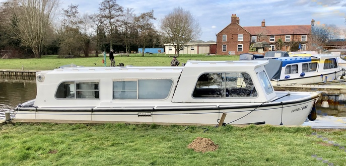 (9) Hampton Safari Mk II - Broadland Yacht Brokers