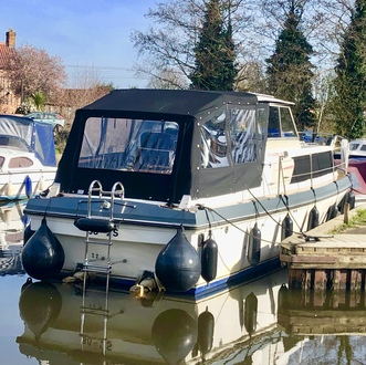 (25) Princess  32 - Broadland Yacht Brokers