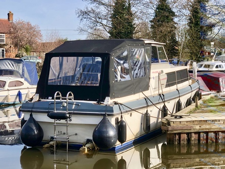 (3) Princess  32 - Broadland Yacht Brokers