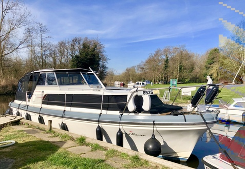 (31) Princess  32 - Broadland Yacht Brokers