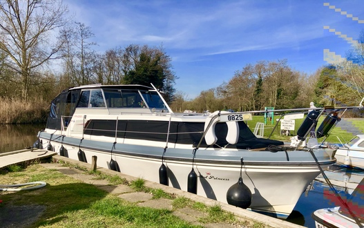 (1) Princess  32 - Broadland Yacht Brokers