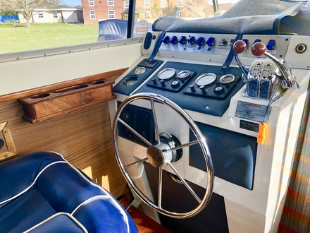 (6) Princess  32 - Broadland Yacht Brokers
