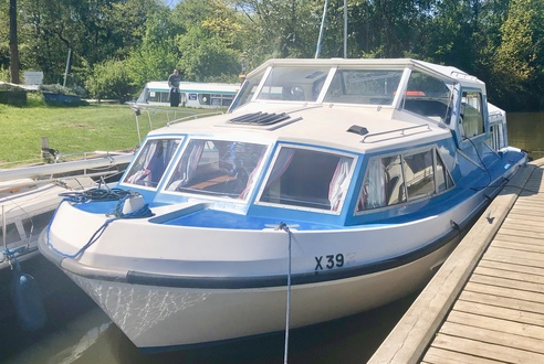 (1) Alphacraft 32 - Broadland Yacht Brokers