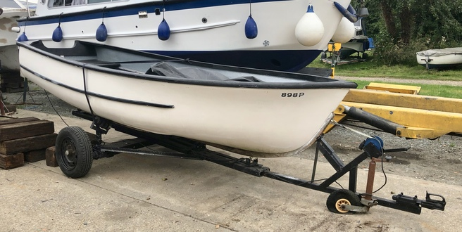 (1) GRP Dinghy 15ft - Broadland Yacht Brokers